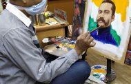 कोरोना के साये में शहीद के चित्र को मूर्त रूप देते चित्रकार चंद्रप्रकाश गुप्ता